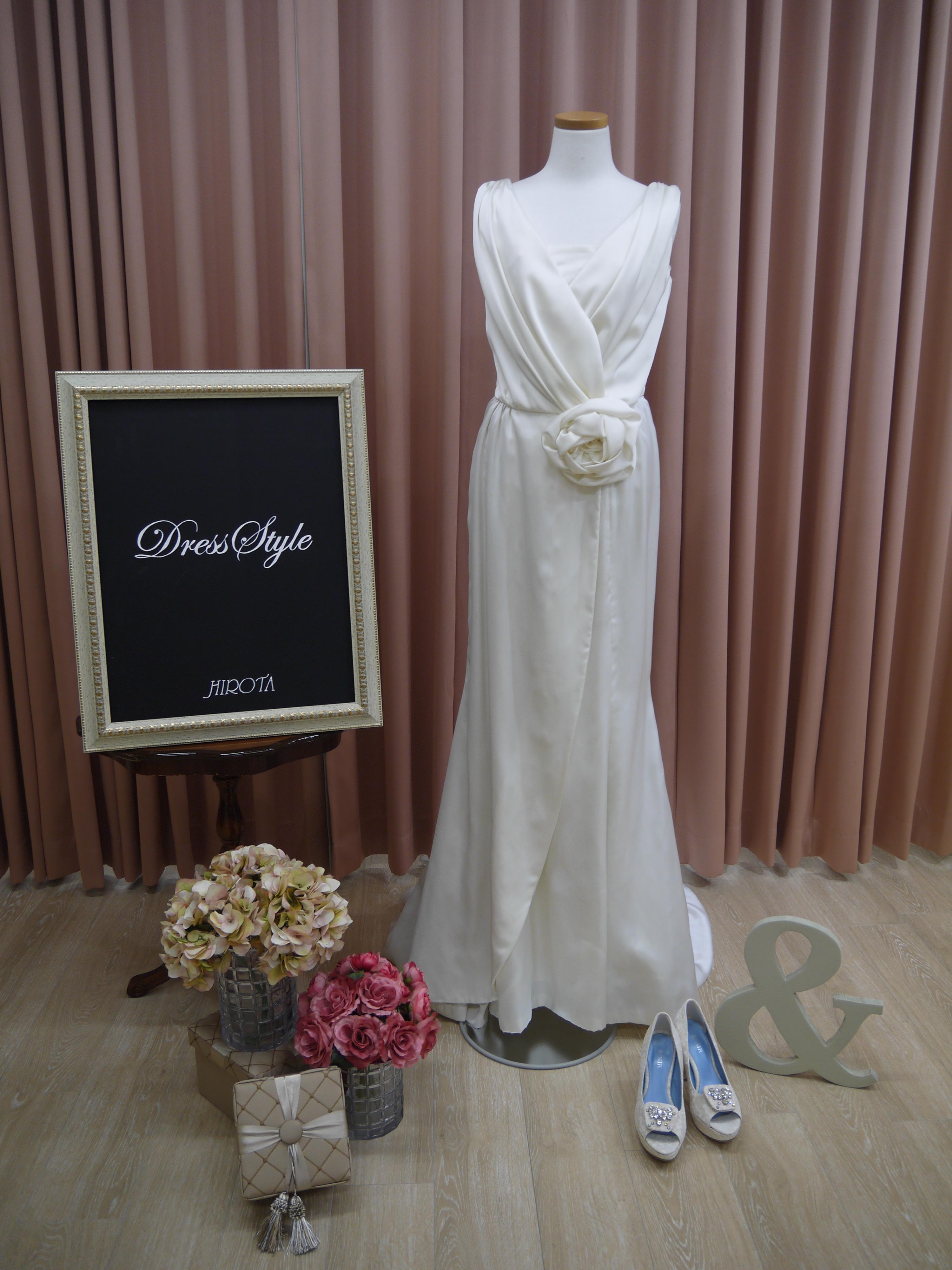 c3ee647d06e53 大人っぽい雰囲気にしたい花嫁様にはこちらのドレスもオススメです。